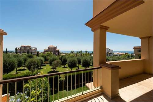 # 8422428 - £206,020 - 2 Bed Flat, Benahavis, Malaga, Andalucia, Spain