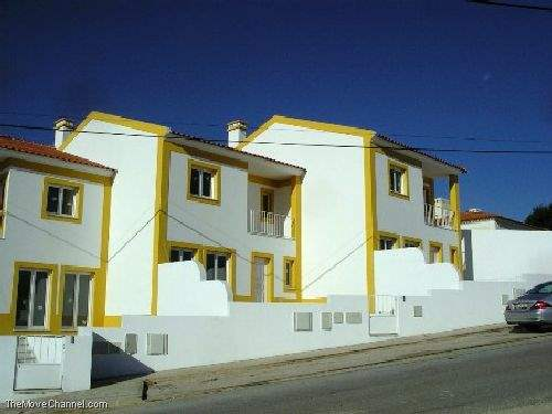 Portuguese Real Estate #1402510 - £143,964 - 3 Bed Townhouse
