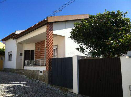 # 5939378 - £142,580 - 4 Bed Villa, Foz do Arelho, Leiria region, Portugal