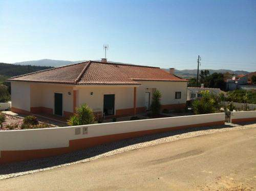 Portuguese Real Estate #6114645 - £155,961 - 3 Bed Cottage