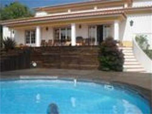 # 8409031 - £612,250 - 4 Bed Villa, Foz do Arelho, Leiria region, Portugal