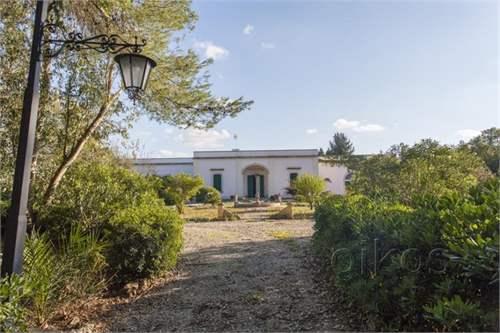 # 11583018 - £1,152,460 - 5 Bed Villa, Lecce, Lecce, Puglia, Italy