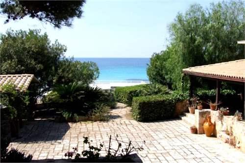 # 12227847 - £401,170 - 4 Bed Beach House, Leporano, Taranto, Puglia, Italy