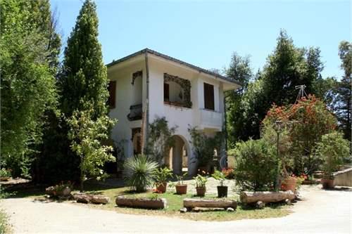 # 7727401 - £1,192,200 - 5 Bed Villa, Lecce, Lecce, Puglia, Italy