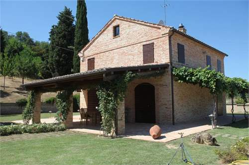 # 11705980 - £538,220 - 5 Bed Farmhouse, Montecosaro, Macerata, Le Marche, Italy