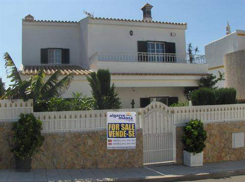 # 4080856 - £231,060 - 3 Bed Villa, Quelfes, Faro region, Portugal