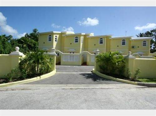 # 1031631 - £260,227 - 2 Bed Townhouse, Saint James, Barbados