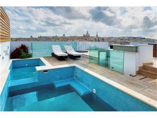 # 11512773 - £3,142,225 - 4 Bed Unique Property, Sliema, Malta