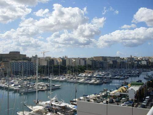 # 4898817 - £632,698 - 3 Bed Flat, Ta' Xbiex, Malta