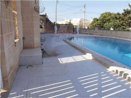 # 7313741 - £817,376 - Villa, Madliena, Attard, Malta