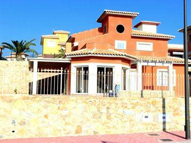 Spanish Real Estate #5871986 - £222,748 - 4 Bed Villa