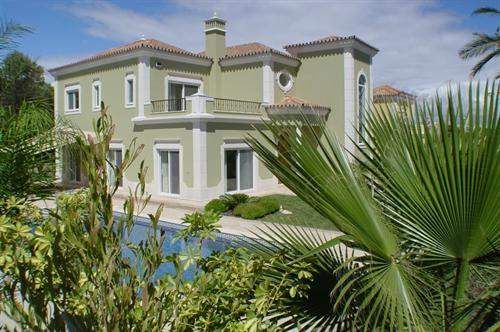 # 5520238 - £1,950,000 - 4 Bed Villa, Quinta do Lago, Faro region, Portugal