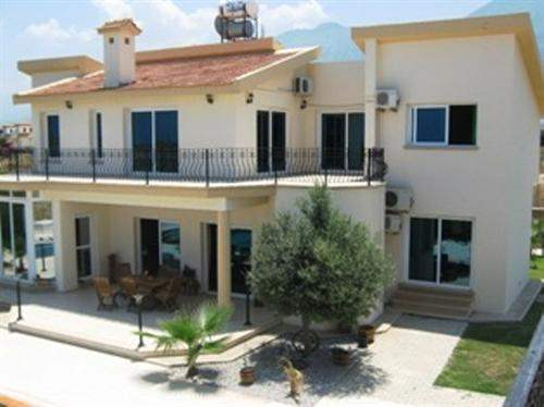 Northern Cyprus Real Estate #5993827 - £270,000 - 5 Bed Villa