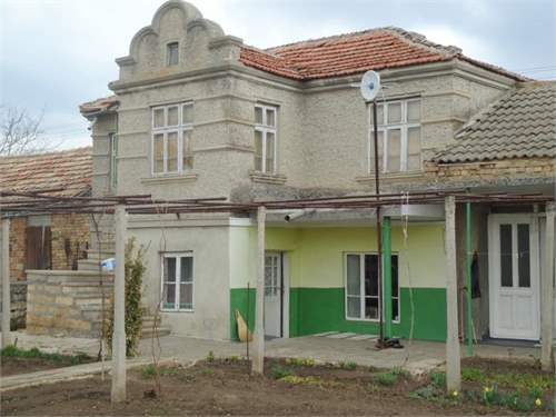 Solid 3 bed house with 2000 m2 garden, 30 min from the sea