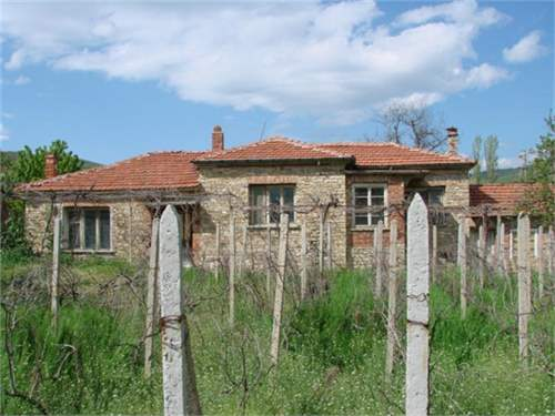 Stone and brick property with a lot of character, on Pay Monthly