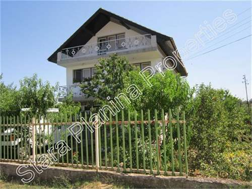 Large 4-bed property in need of modernisation 10 km from Veliko