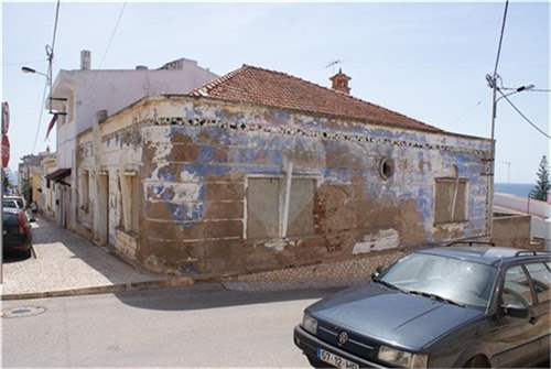 2 old houses for reconstruction in Praia da Luz, ALGARVE – ID: 6244114